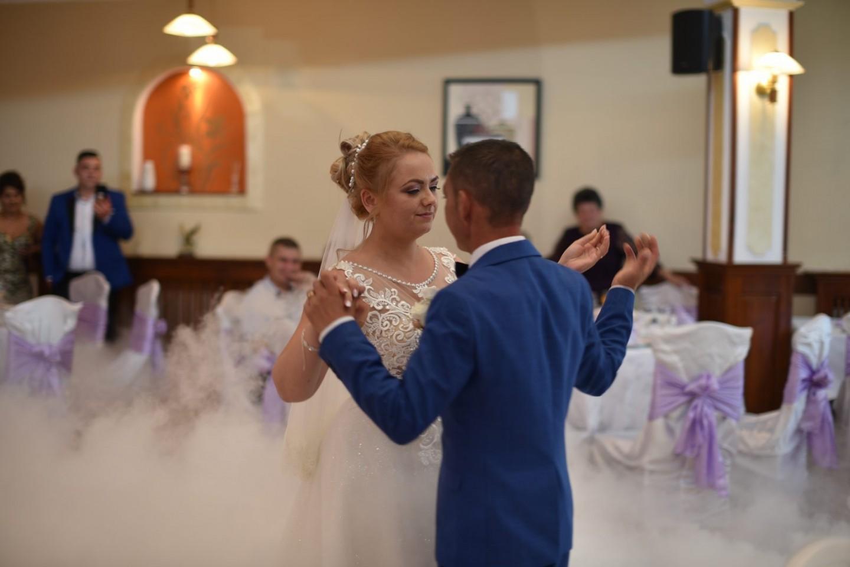 fotografie dansul mirilor petrecere nunta