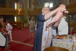fotografie din timpul botezului