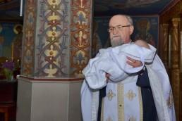 preot cu bebelusul la botez