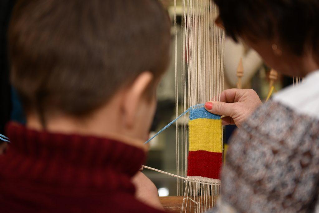 realizare impletitura steagul Romaniei